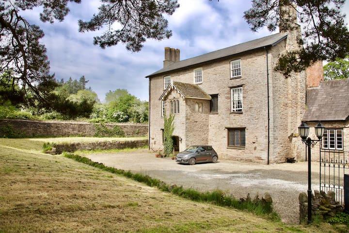 Brecon & Hay Hideaway Suite 2