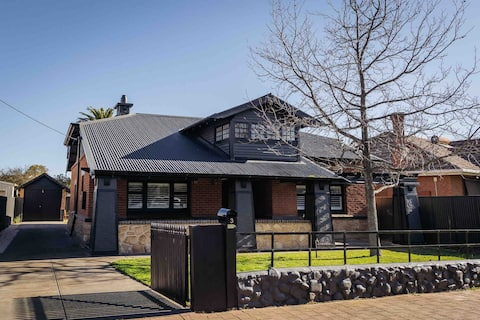 Bungalow on Thorngate - Trendy Central Retreat
