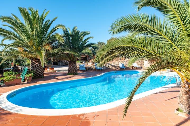 Italian flair with communal pool - Résidence Villa Smeralda 6