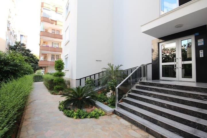 Bright and cozy apartment near Cleopatra Beach