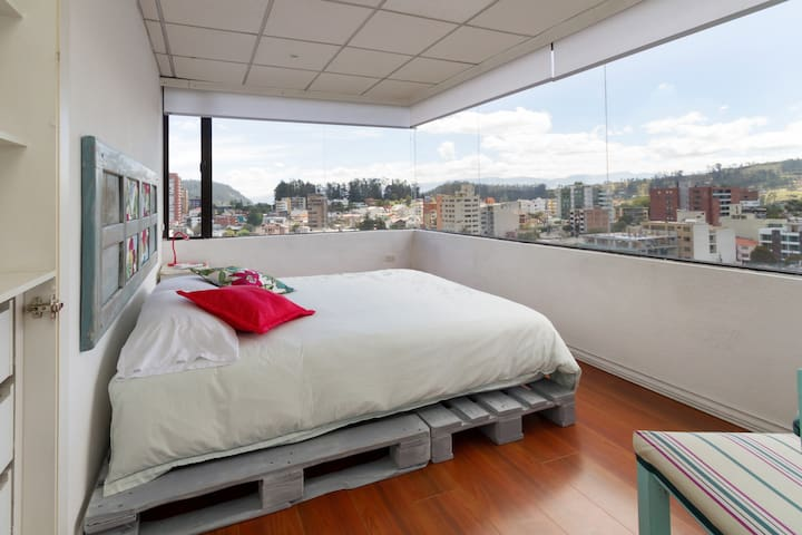 Cozy central Apt. Great view. 3BD / 4 places - Quito - Pis