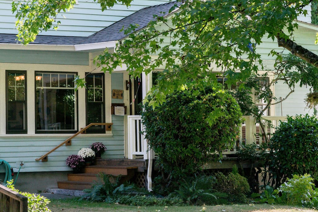 Welcome to our 1926 Portland home in NE Portland. We like it here and think you will too.