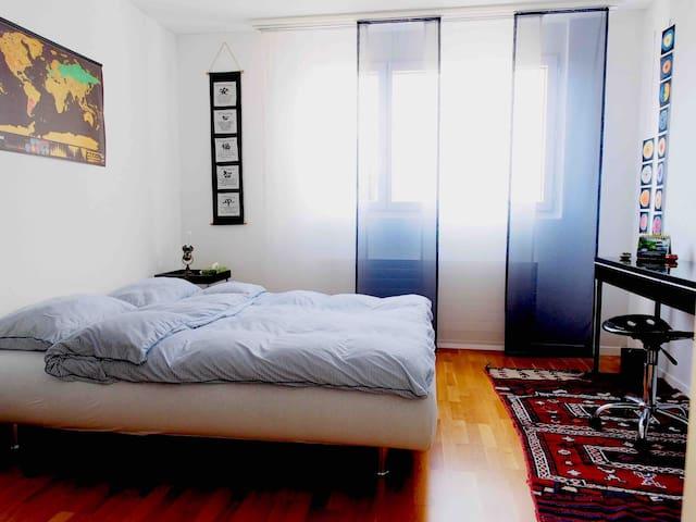 Zimmer zum Schlafen und Arbeiten