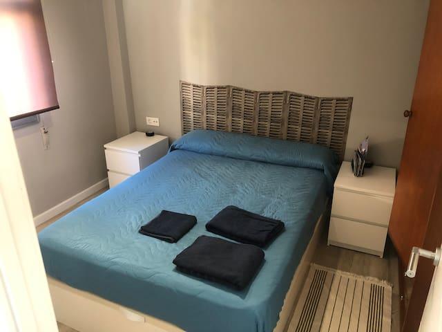 Habitación privada pequeña. Covid prevention.