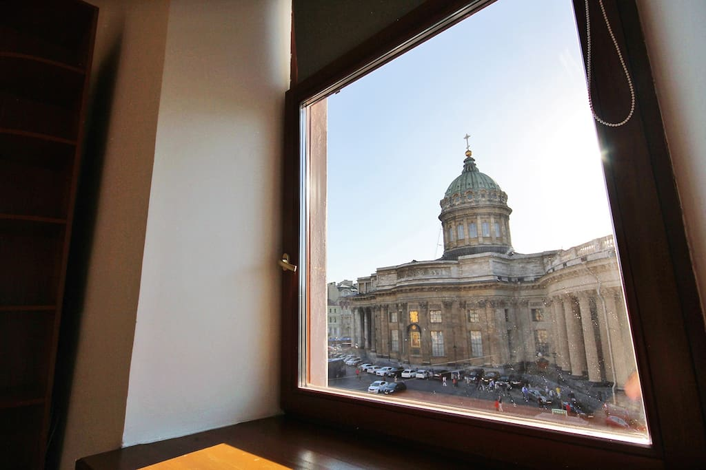 Набережная канала Грибоедова 18\20 вид из окна комнаты №1