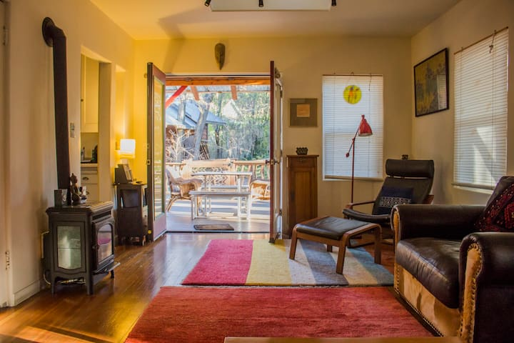 Romantic Artist's Bungalow - Nevada City - Bungalo