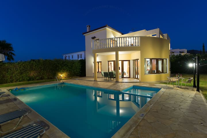 Villa Tsikkos Tria: Private pool, sea views, A/C