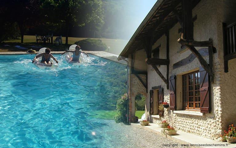 Izeaux Maison Piscine 8+2 personnes - Izeaux - House