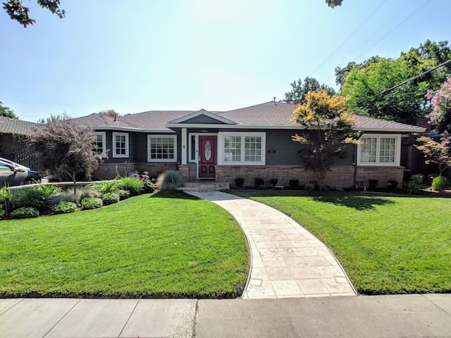 Wonderful Executive Style Living in Willow Glen