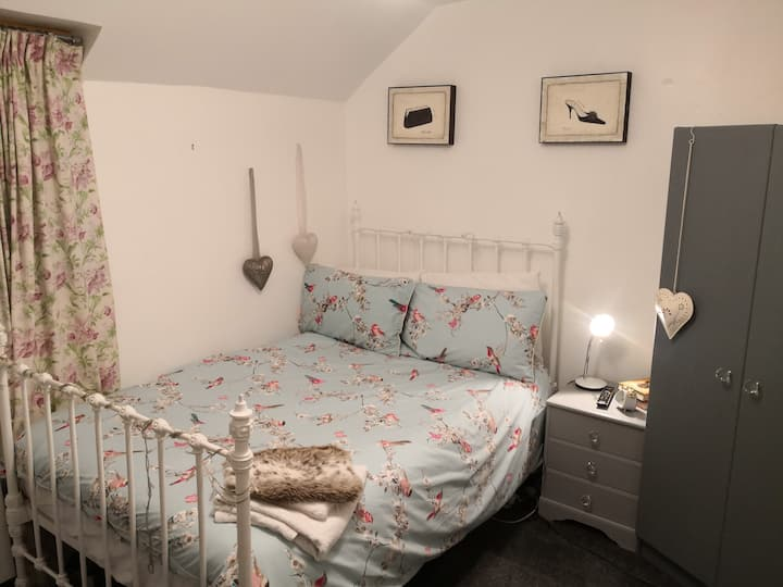 Cosy Cottage with pleasant 20mins walk to town
