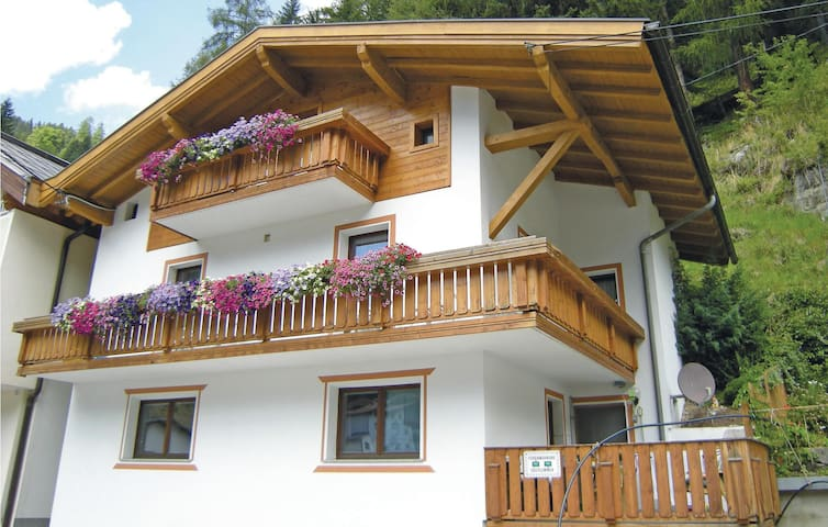 Holiday apartment with 4 bedrooms on 65m² in Kappl