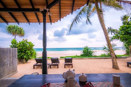 Blue Parrot Beach Villa, Right On The Beach