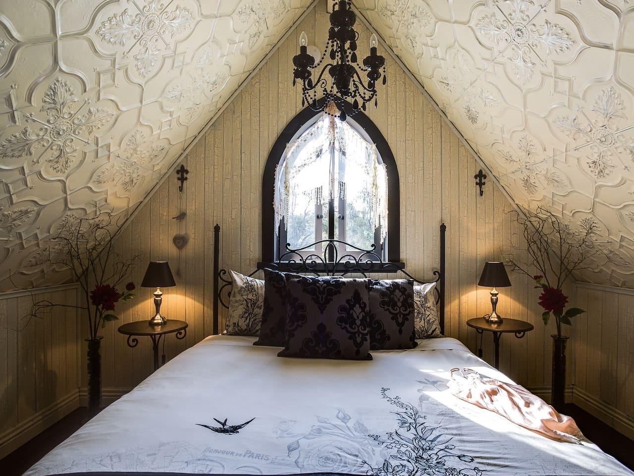 Gorgeous sleeping loft - luxury linen