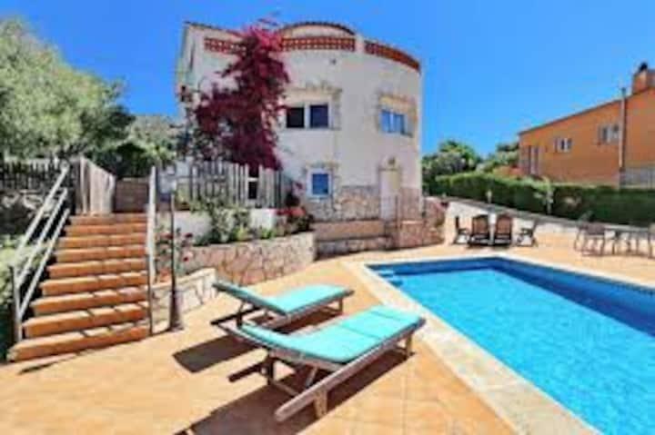 Villa cathy , terreno 1100m2 piscina, ozono désinf