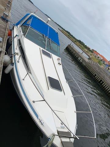 Sov på vandet i en båd / Sleep on water in a boat
