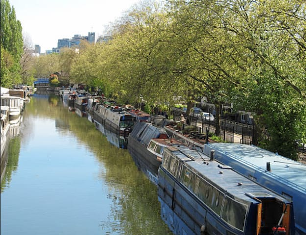 Lovely one bedroom canal side flat, with terrace