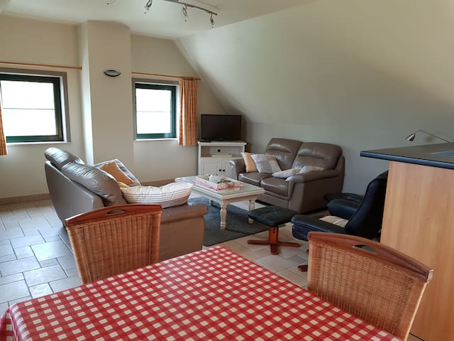 ruim en comfortabel appartement vlakbij Brugge 2p