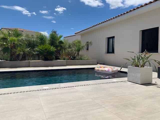 Villa moderne luxueuse avec piscine