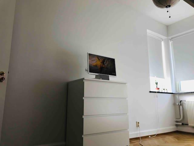Tv with chromecast and bt-audio