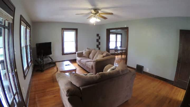 Spacious 2-Bed Apartment - Murdock Park/ Walgreens