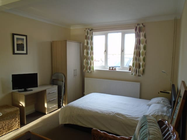 Double, private room in quiet, friendly house - Hardwick