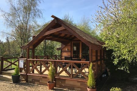 Luxury Cedar Lodge Nr Bath & Bristol - Bishop Sutton