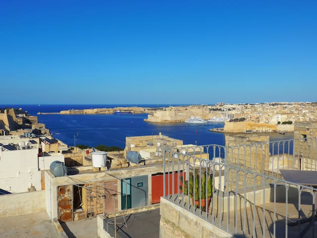 Floriana-Valletta with amazing roof terrace views