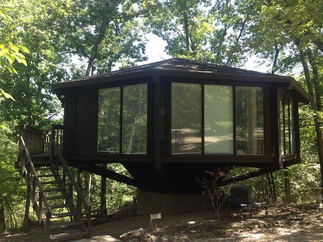 Treehenge - treehouse, comfort and peace