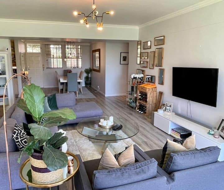 Trendy, upmarket loft-style, apartment in Musgrave