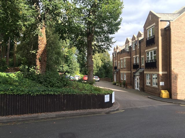Apartment in perfect location. Free secure parking - Sutton Coldfield - Apartamento