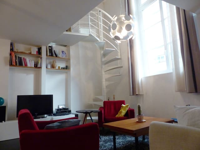Spacious & modern two floors apt near Belleville - Paris - Apartemen