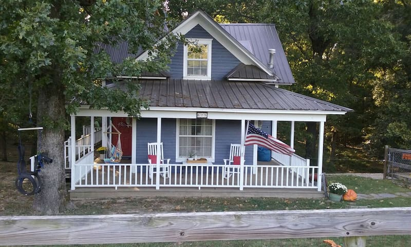 Historic 1906 Cozy Bungalow with Vineyard Views - Springdale - Dom