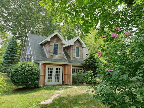 Perfect Hamptons cottage walking distance to beach