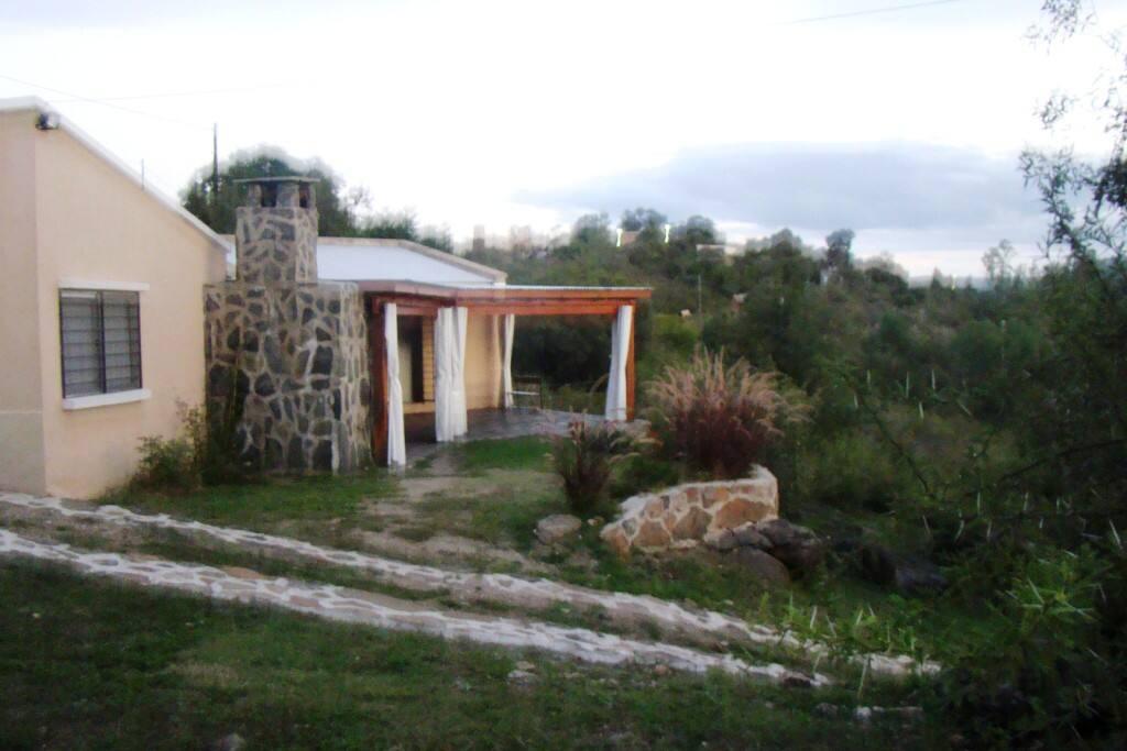 Casa principal con galería y vista excepcional a 4 cordones montañosos