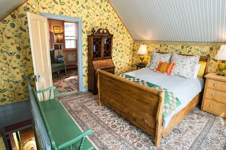 The Evermore - Farmhouse Suite - King Ferry - Bed & Breakfast