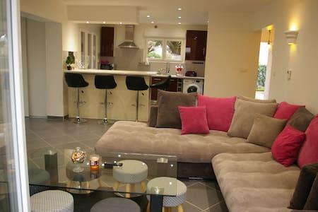 Dream house three rooms in Poisat