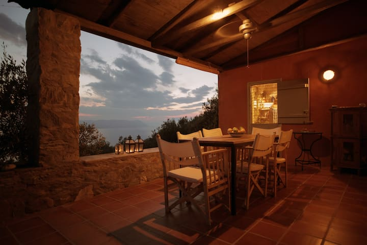 Spacious villa with pool overlooking the Aegean - Glossa - Vacation home