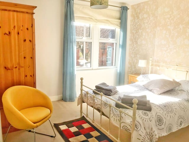 Double Room, Victorian Semi, West-Bridgford