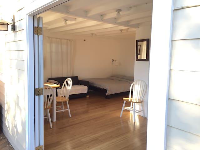 Sunny Studio in Quiet Backyard - Altadena - Bungalov