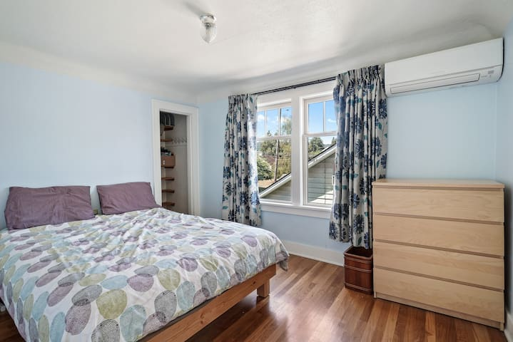 Monthly rental  - Sunny, spacious private room