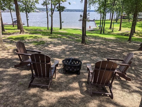 NEW Clancy's Chalet: Lakefront Cypress Springs