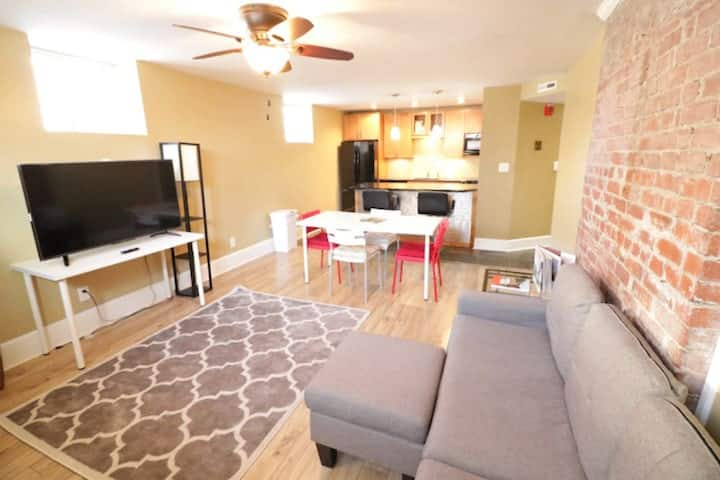 Brickhouse Condo II Downtown | Free Parking