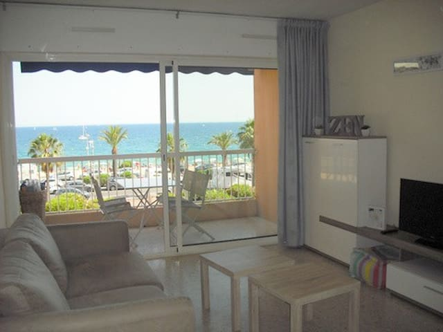 Appartement F2 face à la plage - Fréjus - Apartment