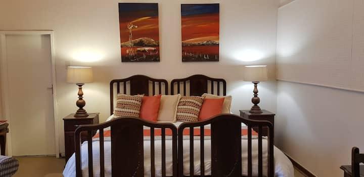 Marrick Safari :  Guest House:  Marie Room