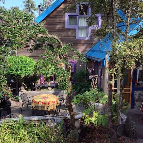 Ganges Garden Oasis