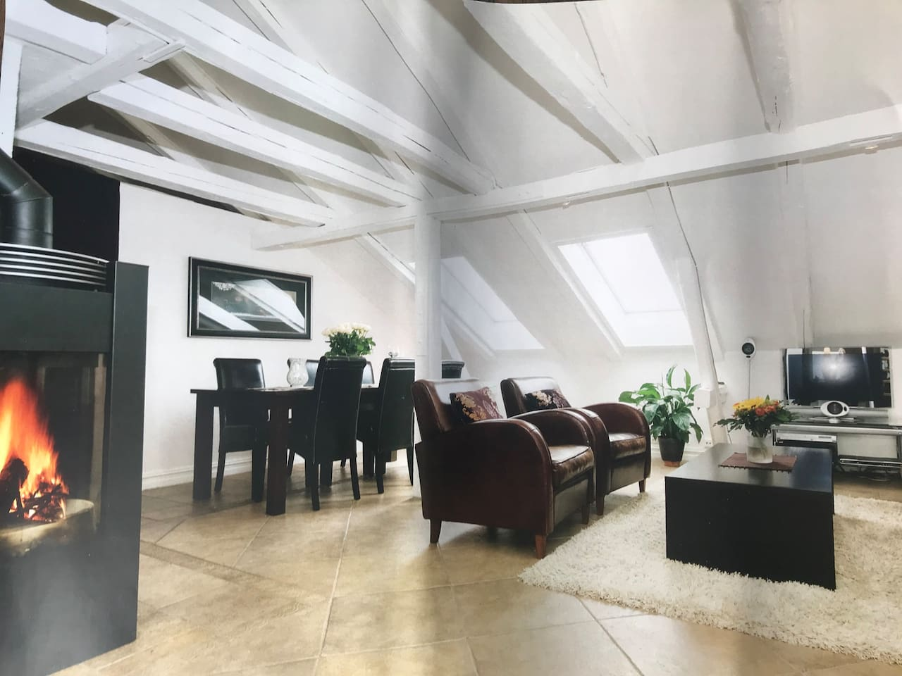 This is a penthouse apartment with complete privacy (no view from the outside)