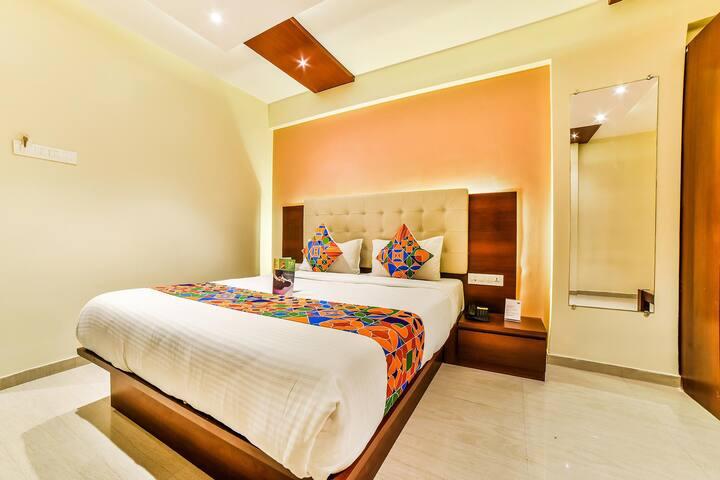 Charming Deluxe  room on Kasturba Road