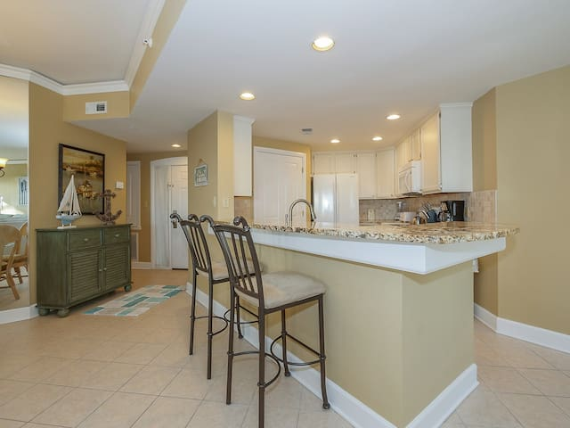 Kitchen with Breakfast Bar at 211 Windsor Place