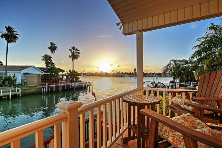 Port Isabel Cottage w/ Intracoastal Waterway Views