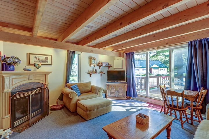Family-friendly condo w/ a deck & easy ski lift access in a great location